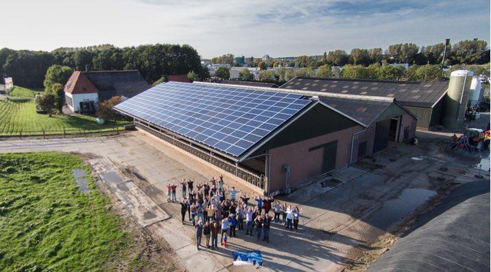 De zonnepanelen in gebruik